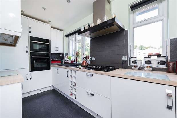 2 Bedrooms Flat for sale in Mosslea Road, Penge