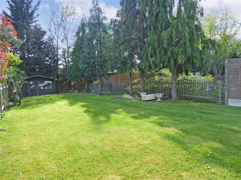3 Bedrooms Detached House for sale in The Drive, Loughton, Essex