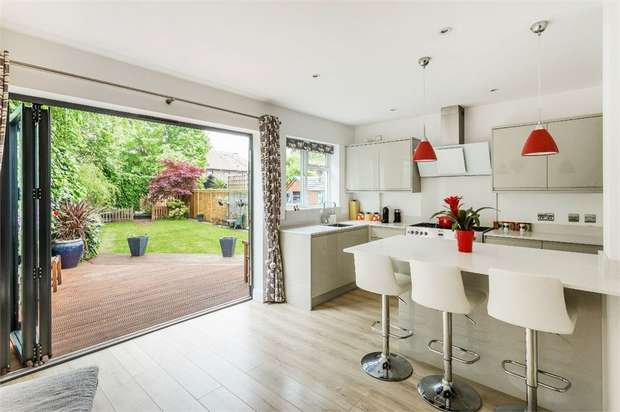3 Bedrooms Detached House for sale in Claremont Close, Hersham, WALTON-ON-THAMES, Surrey