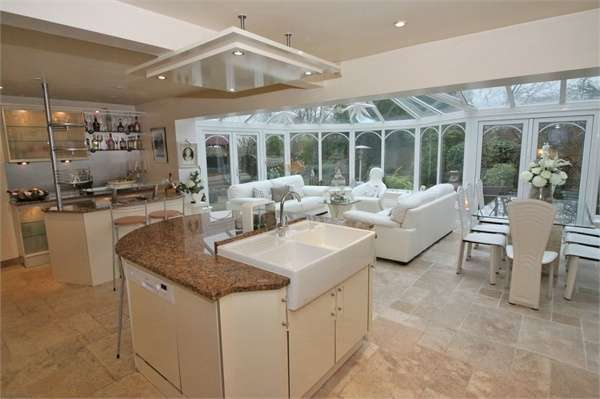 4 Bedrooms Detached House for sale in Furlong Lane, Poulton-le-Fylde, Lancashire