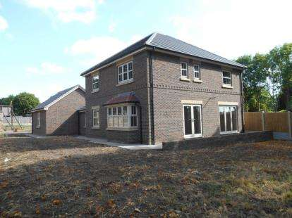 4 Bedrooms Detached House for sale in Kingsbury Court, York Road, Scawthorpe, Doncaster