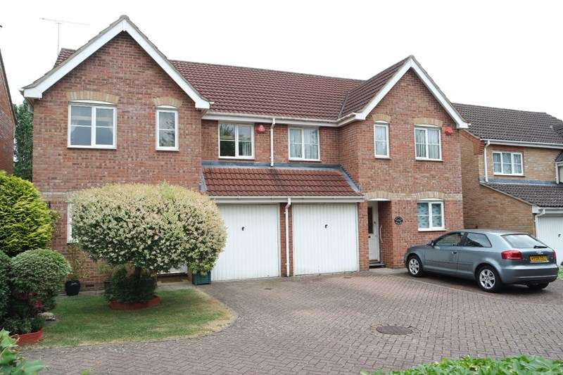 4 Bedrooms Semi Detached House for sale in Darlands Drive, Barnet