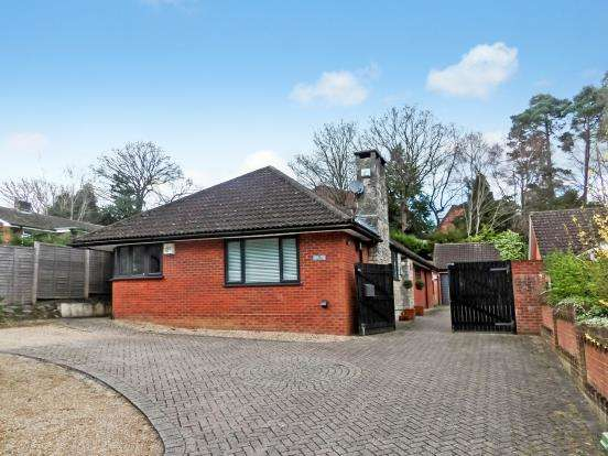 4 Bedrooms Bungalow for sale in Whitehill, Hampshire