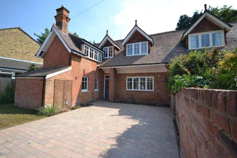 3 Bedrooms Semi Detached House for sale in Weybridge