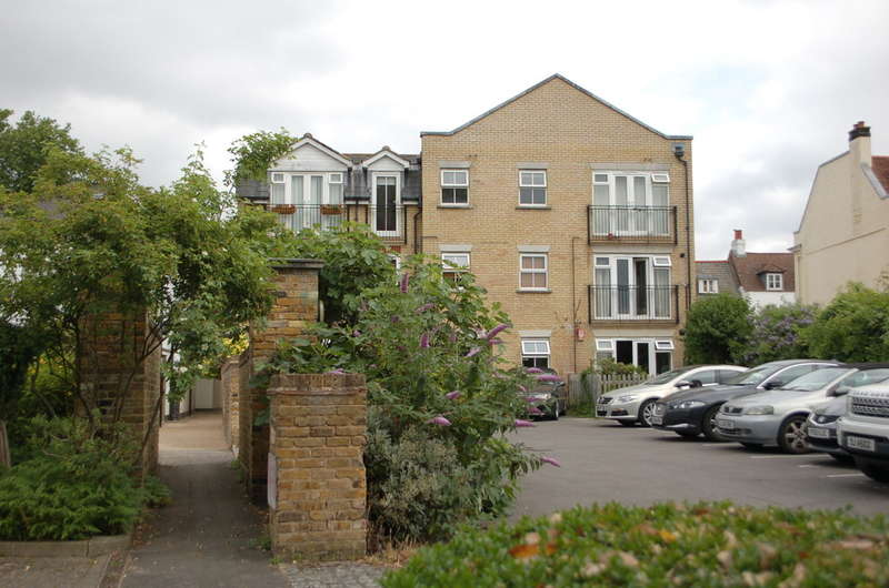 1 Bedroom Flat for sale in Hampton