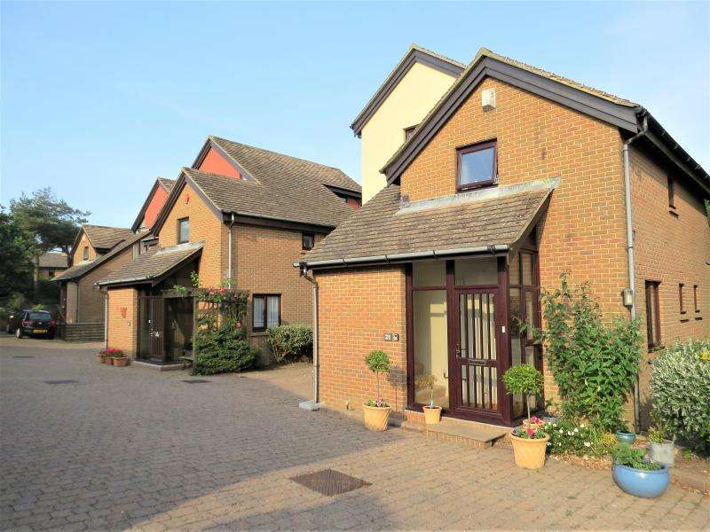2 Bedrooms Apartment Flat for sale in Superb Ground Floor Apartment