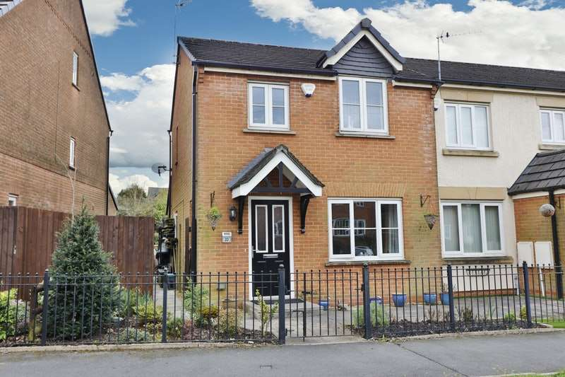 3 Bedrooms End Of Terrace House for sale in rosebay close, oldham, Lancashire, OL2
