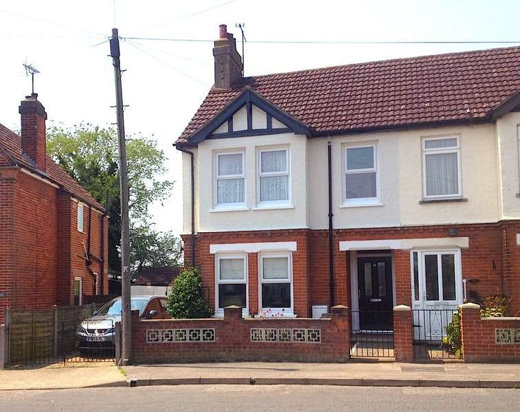 4 Bedrooms Semi Detached House for sale in Westbourne Road, Ipswich, Suffolk, IP1