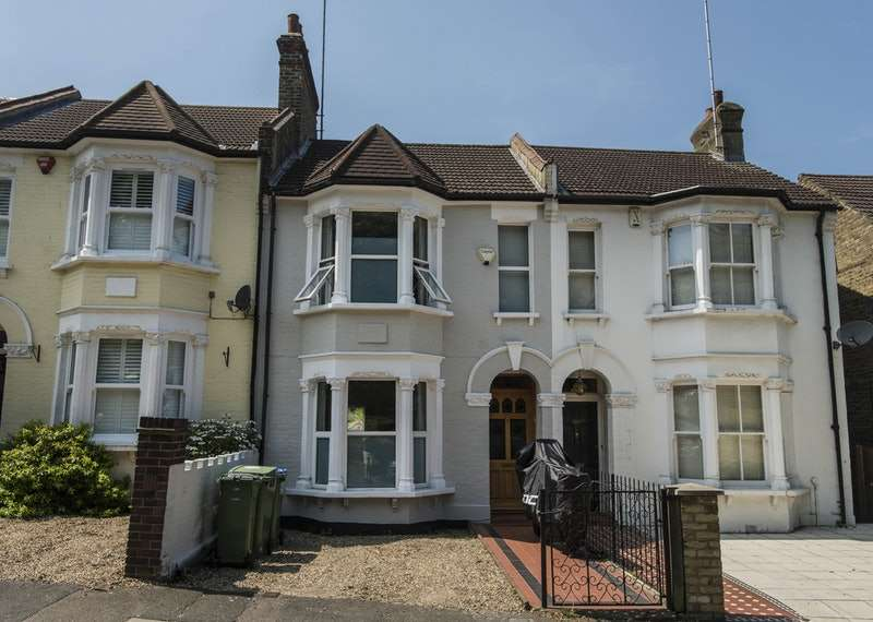 3 Bedrooms Terraced House for sale in Charlton Lane, London, London, SE7