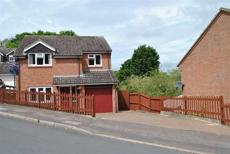 4 Bedrooms Detached House for sale in Echo Hill, Royston