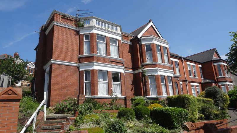 8 Bedrooms Semi Detached House for sale in Porthkerry Road, Barry