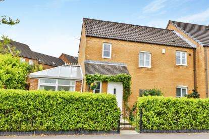 3 Bedrooms End Of Terrace House for sale in Keighley Road, Illingworth, Halifax, West Yorkshire