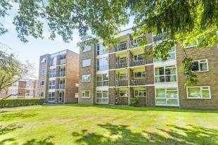 2 Bedrooms Flat for sale in Rochelle Court, Foxgrove Road, Beckenham, Kent