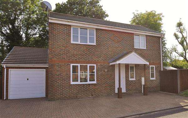 3 Bedrooms Detached House for sale in ASHFORD TN23