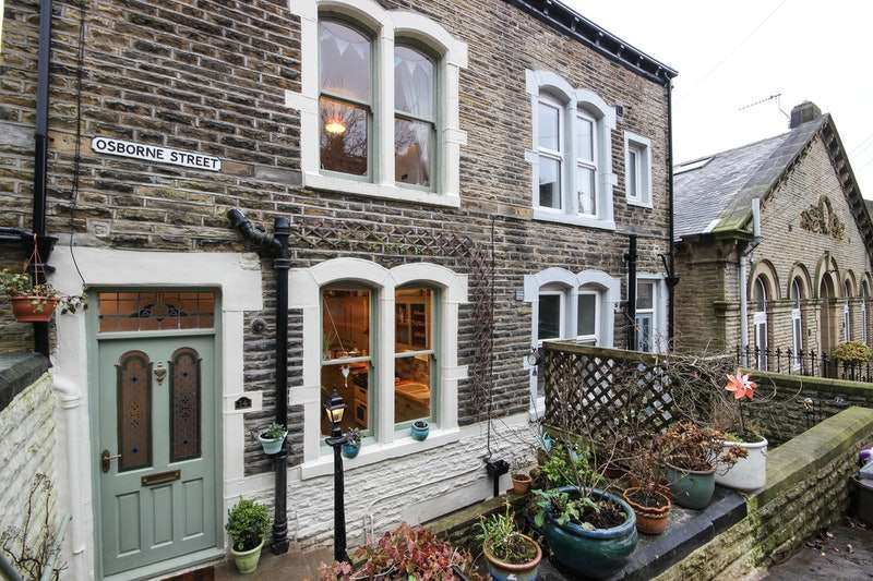4 Bedrooms Semi Detached House for sale in Osborne street, Hebden Bridge, West Yorkshire, HX7