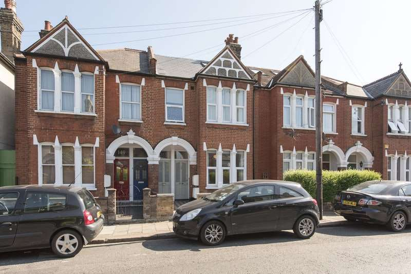 3 Bedrooms Apartment Flat for sale in Longley Road, London, London, SW17