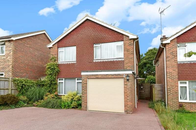 4 Bedrooms Detached House for sale in Forge Way, Billingshurst, RH14