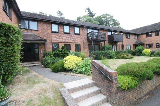 2 Bedrooms Flat for sale in 4 Collingwood Rise, Camberley, Surrey