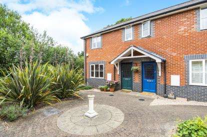 2 Bedrooms End Of Terrace House for sale in Roxwell Road, Chelmsford, Essex
