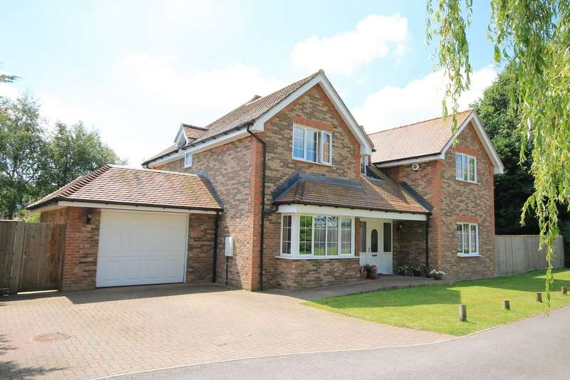 4 Bedrooms Detached House for sale in Ifold