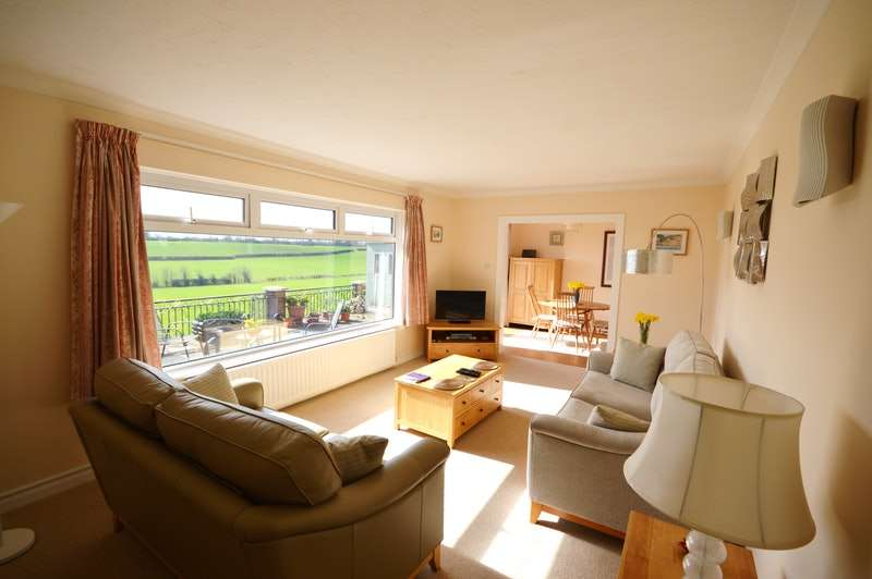 3 Bedrooms Semi Detached House for sale in Wembdon Hill, Bridgwater, Somerset, TA6