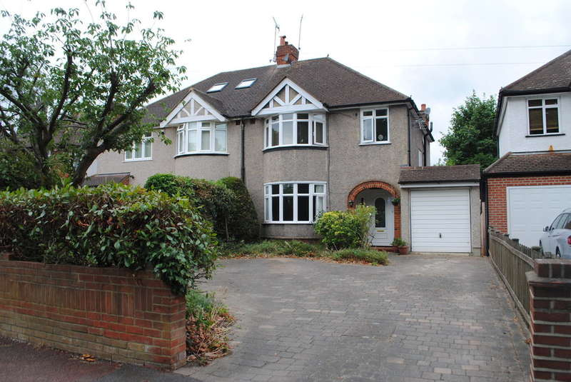 3 Bedrooms Semi Detached House for sale in East Molesey