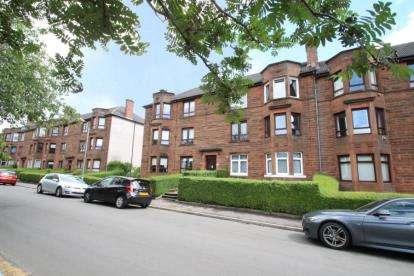 2 Bedrooms Flat for sale in Dee Street, Riddrie, Glasgow