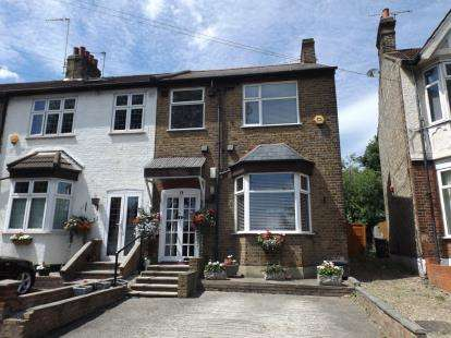 3 Bedrooms End Of Terrace House for sale in Road, South Woodford, London