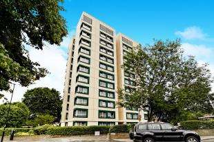 2 Bedrooms Flat for sale in Bramley Hill, South Croydon