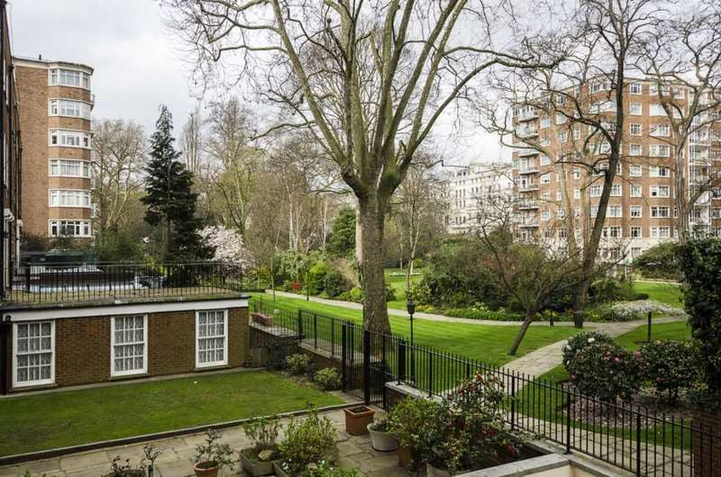 2 Bedrooms Flat for sale in Kingston House South, Ennismore Gardens, SW7
