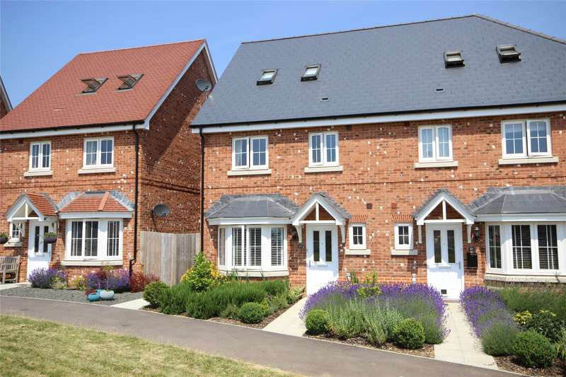 3 Bedrooms Semi Detached House for sale in Lily Road, Four Marks, Alton, Hampshire, GU34