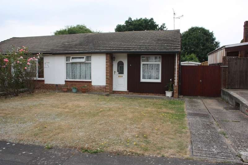2 Bedrooms Semi Detached Bungalow for sale in Keswick Gardens, Woodley, RG5