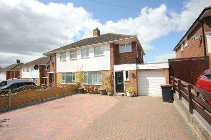 3 Bedrooms Semi Detached House for sale in Larkway, Bedford, Bedfordshire
