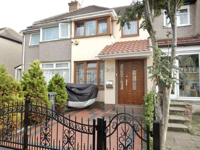 2 Bedrooms Terraced House for sale in Oval Road North, Dagenham, Essex, RM10 9EP
