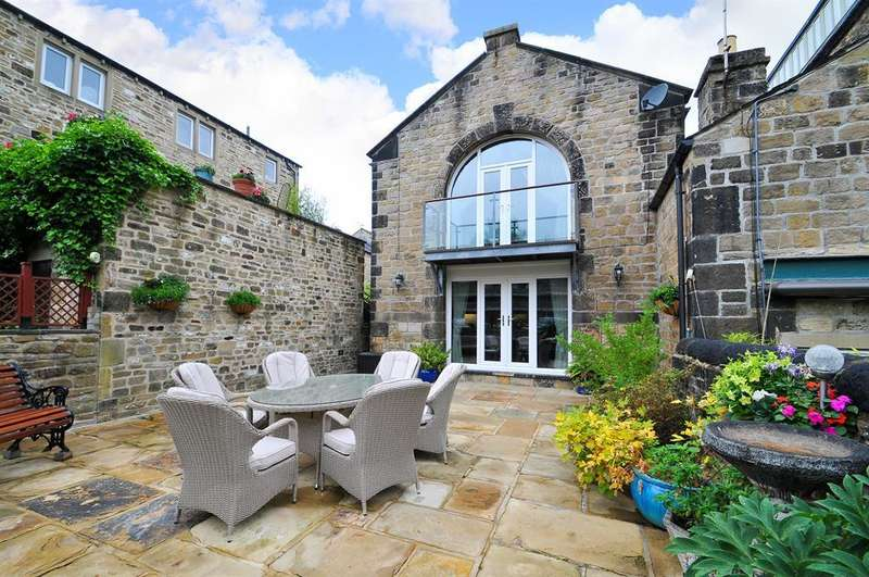 3 Bedrooms Town House for sale in Weavers Court, Skipton