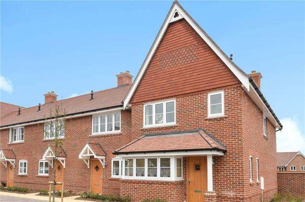 3 Bedrooms End Of Terrace House for sale in Warren House Road, Wokingham, Berkshire