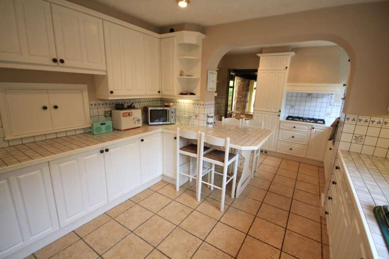 4 Bedrooms Detached House for rent in Burghfield Road, Reading, RG30