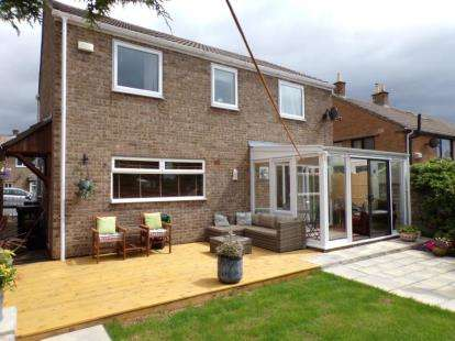 4 Bedrooms Detached House for sale in Conan Drive, Richmond, North Yorkshire