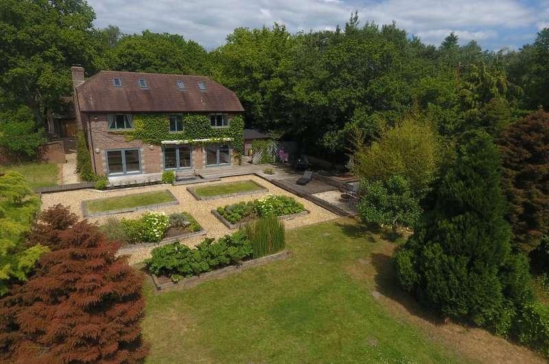 4 Bedrooms Detached House for sale in Horton Road, Ashley Heath, Ringwood, BH24 2EN