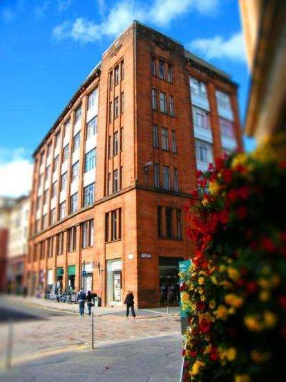 2 Bedrooms Flat for sale in Candleriggs, Glasgow
