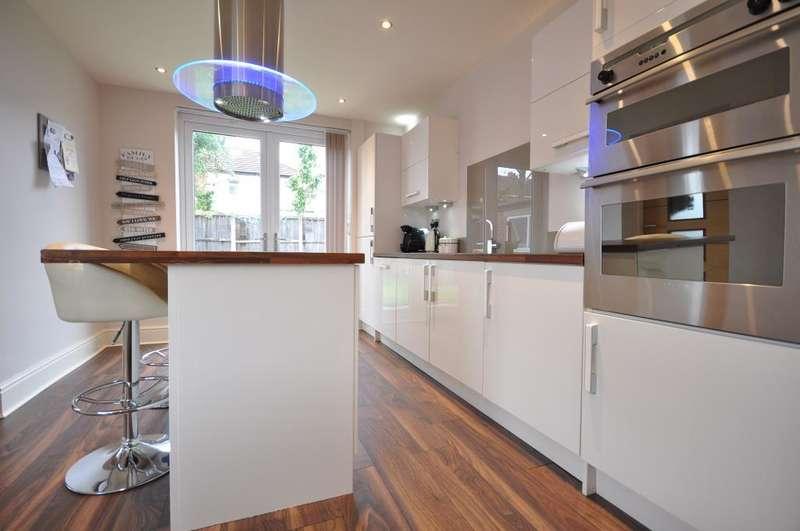 4 Bedrooms Detached Bungalow for sale in Park Drive, Lea, Preston, Lancashire, PR2 1RN