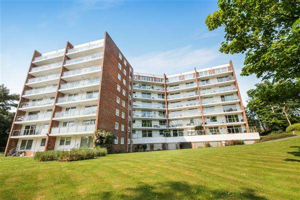2 Bedrooms Flat for sale in Sandbourne Road, Bournemouth