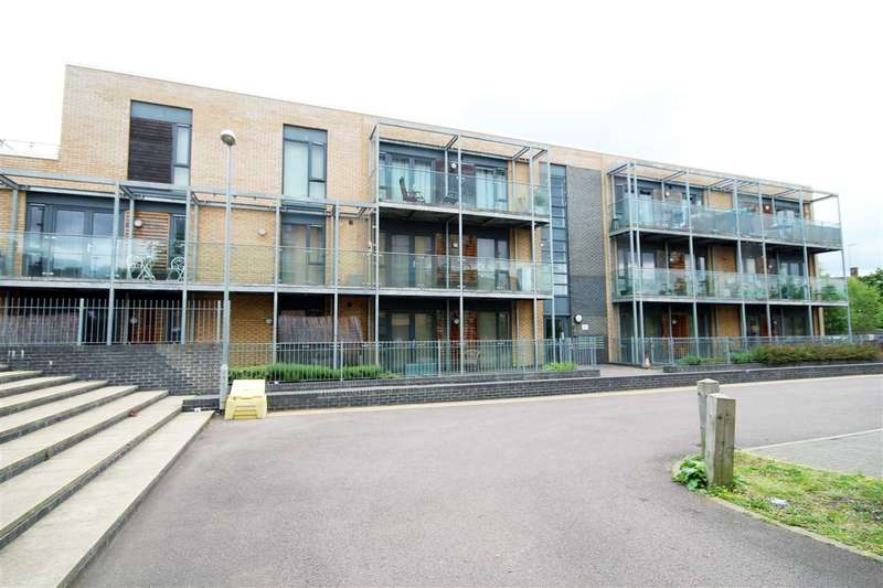 2 Bedrooms Flat for sale in Hunsdon Court, Goddard Drive, Bushey, WD23