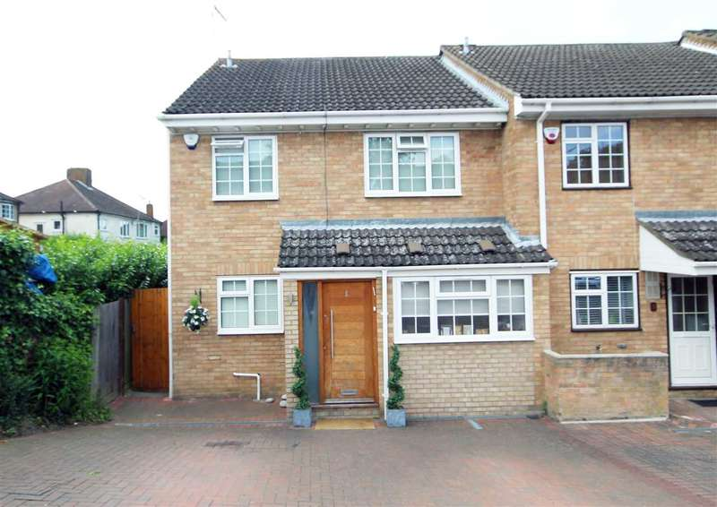 3 Bedrooms House for sale in The Squirrels, Bushey Heath, WD23.