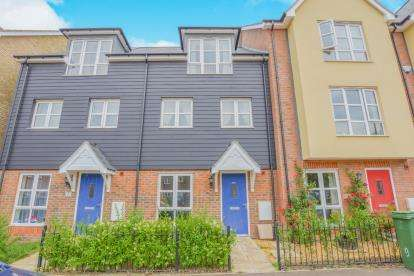 4 Bedrooms Terraced House for sale in Gwendoline Buck Drive, Aylesbury, Buckinghamshire, ..