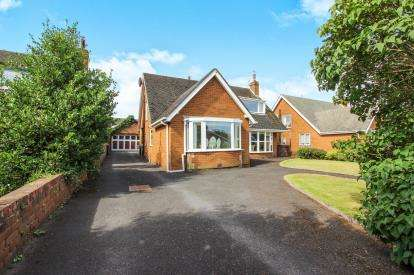 4 Bedrooms Bungalow for sale in Heyhouses Lane, Lytham St. Annes, Lancashire, England, FY8