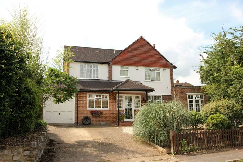 4 Bedrooms Detached House for sale in Oaks Way, Long Ditton, Surbiton