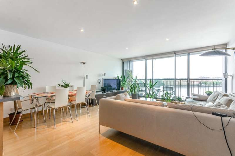 2 Bedrooms Flat for sale in City Harbour, Isle Of Dogs, E14