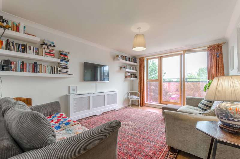 3 Bedrooms Flat for sale in Southgate Road, Islington, N1