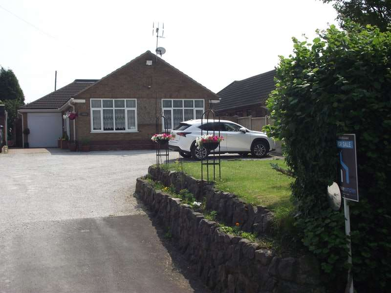 3 Bedrooms Bungalow for sale in Stowe Lane, Hixon, Staffordshire, ST18
